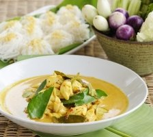 Yoghurt And Turmeric Fish Curry